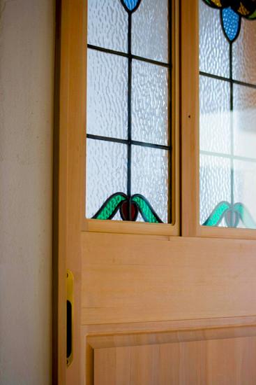 藤井寺 0宣言の家 出雲建築設計 大阪 東大阪 注文住宅 医師が薦める健康住宅 自然素材住宅 無垢ドア オリジナルデザイン ステンドグラス組込み 完成見学会