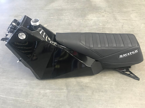 Skinz 9.5 Gas/Oil fuel tank seat combo
