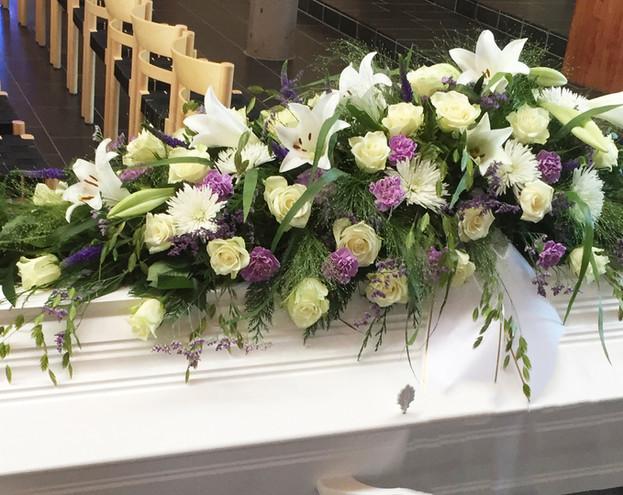 nova-begravelse-kiste-bisettelse03.jpg