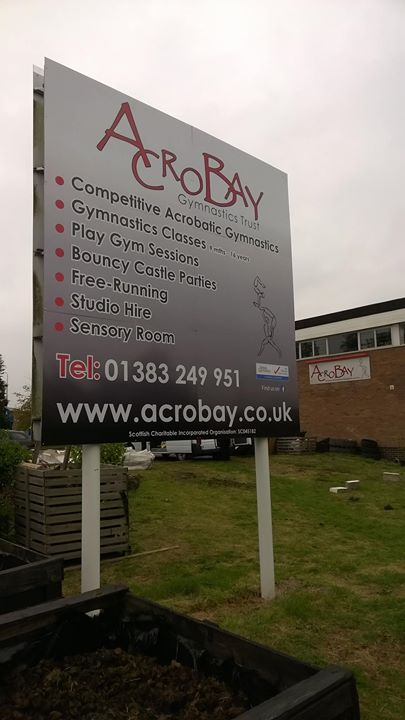 Some nice large new signage fitted locally today.jpg Good luck to AcroBay and welcome to Rosyth.jpg#
