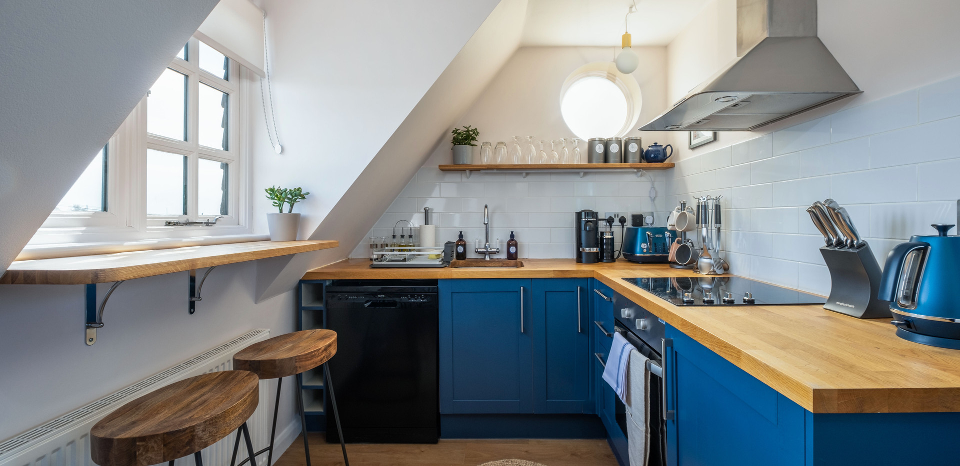Kitchen and coffee bar