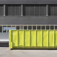 Container med möjlighet att slänga julgranar