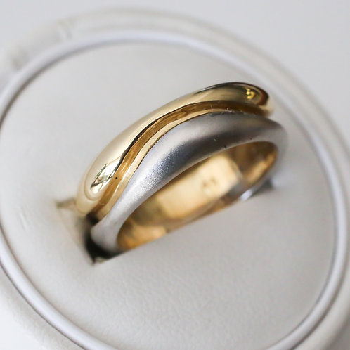 Gents Two Tone Wave Wedding Band
