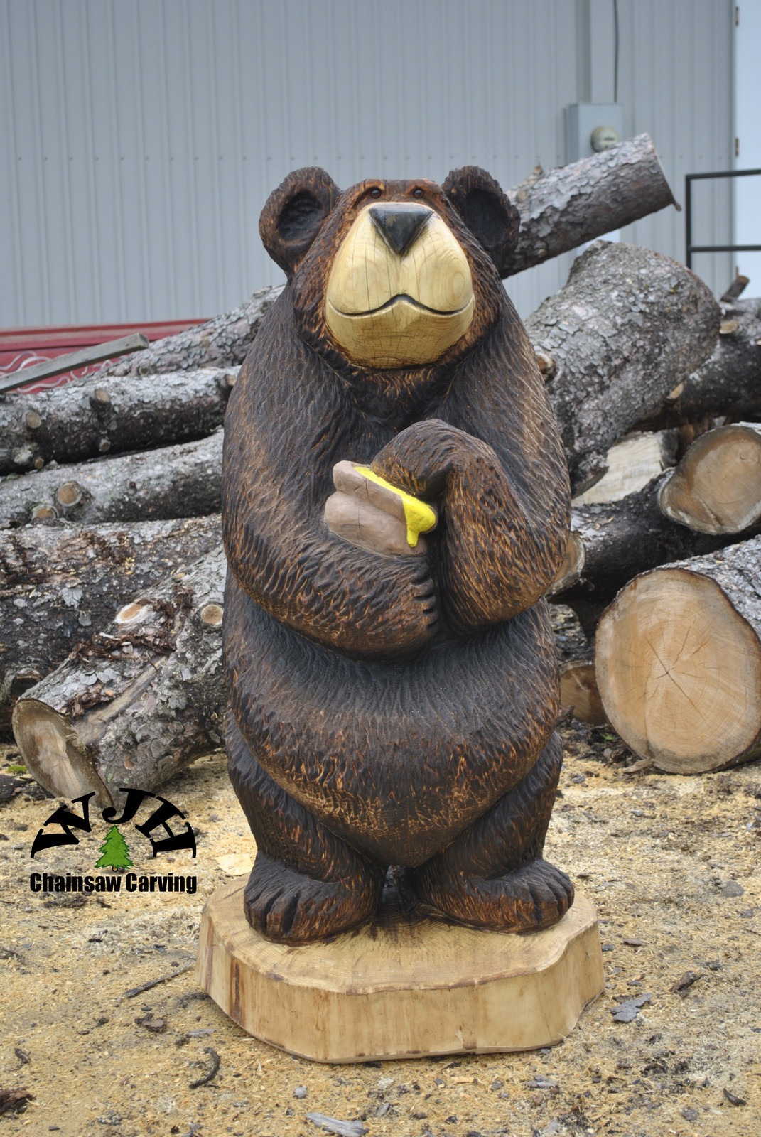 Honey pot bear wjh chainsaw carving carver