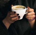 Femme, tenue, tasse de café