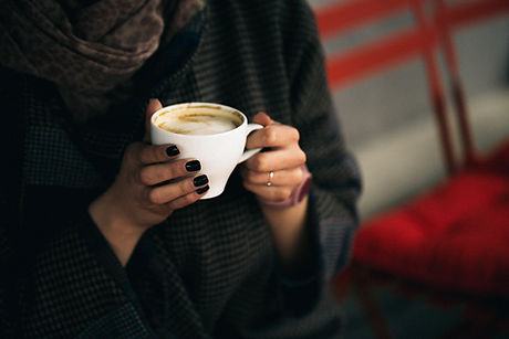 Kvinna Holding Coffee Cup