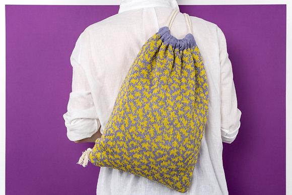 plecak liliowy w żółte chmury