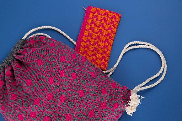 plecak szary w różowy układ