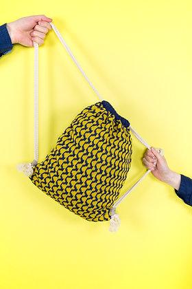 plecak granatowy w żółte fale