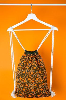 plecak khaki w pomarańczowy układ