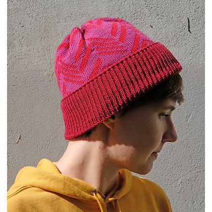 czapka w czerwone skosy