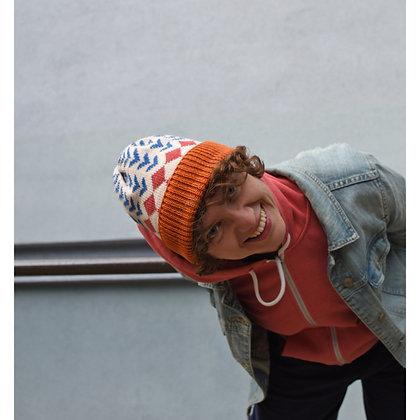 czapka beżowa w romby