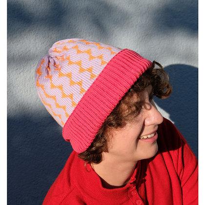 czapka w pomarańczowe trójkąty