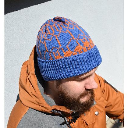 czapka niebieska w pomarańczowy wzór