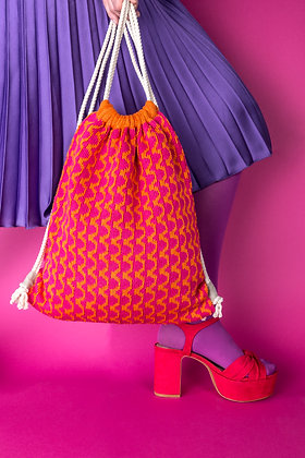 plecak pomarańczowy w różowe fale