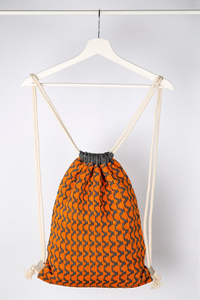 plecak szary w pomarańczowe fale