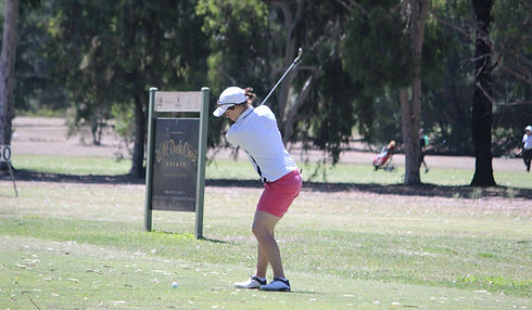 Stephanie Wearne playing tee shot into par 3 18th hole
