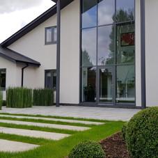 Luddington front garden