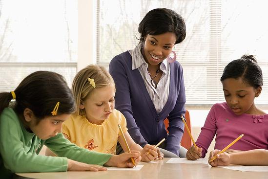 Teacher helps kids learn