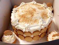 BananaPuddingCakeWithCupcakes