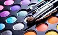 makeup eyeshasow palette with brushes