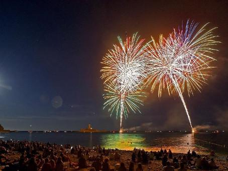Cet été, 10 feux d'artifice illumineront les nuits de Saint-Raphaël.