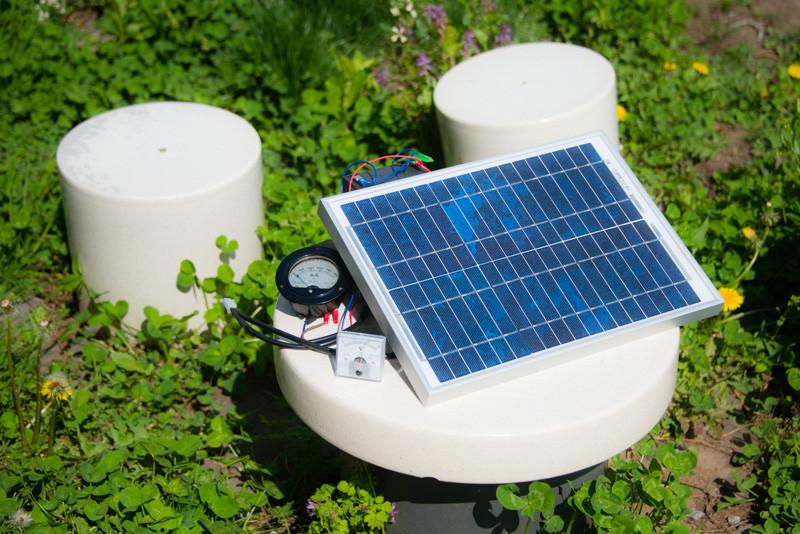 ヘッドフォン祭に備えて、ソーラー充電してます