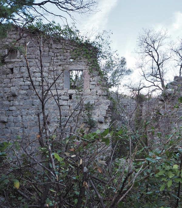 Ruševine palate Sbutega - uvala Glavati kod crkve Sv. Ane