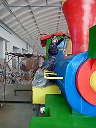 Assemblaggio del carro Allegorico dell'associazione Progetti Futuri per il carnevale di Manfredonia 2016