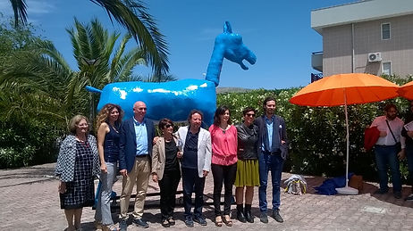 Scultura  di cartapesta di Marco Cavallo dell'associazione culturale progetti futuri psyche Manfredonia