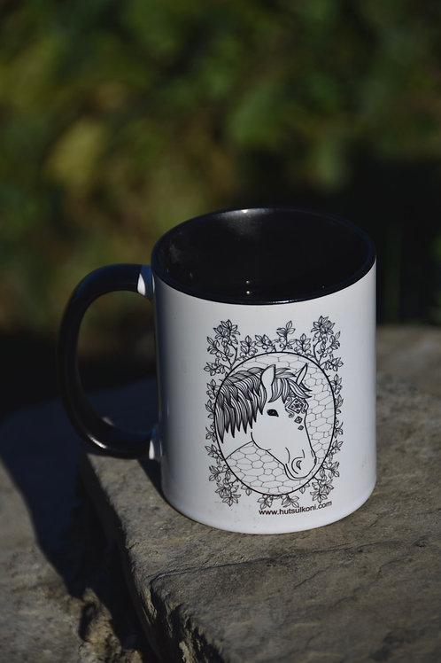 Чашка з конем та чорницями