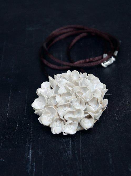 """Collana """"Ortensia"""" dim. grande, bianca, in gres"""