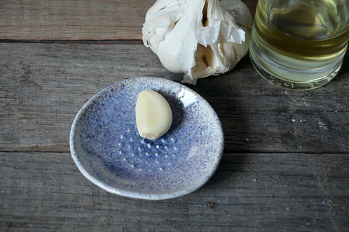Gratta aglio in gres blu
