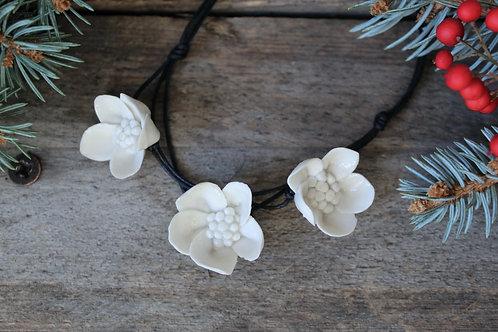 """Collana """"Tre fiori semplici"""" in Porcellana di Limoges"""