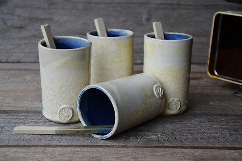 Tazze da caffè bianche e blu
