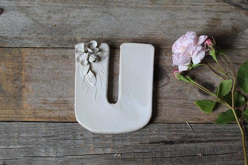 Lettera U in ceramica gres con fiorellini - decorazione