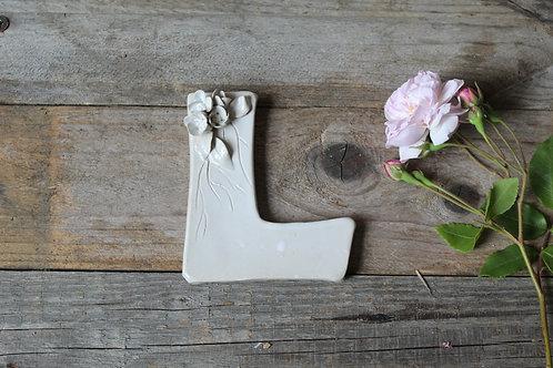 Lettera L in ceramica gres con fiorellini - decorazione