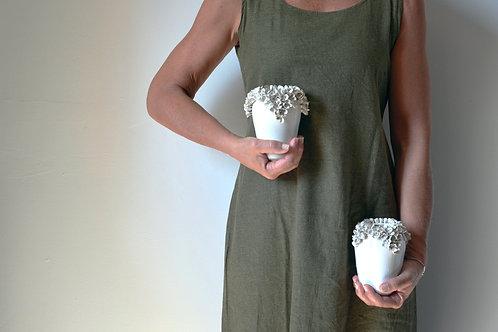 Vaso in gres con fiori di ortensia - un pezzo