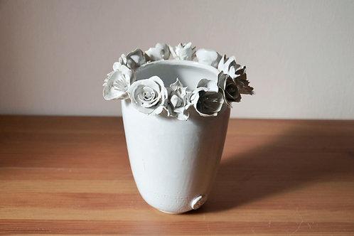 Vaso in gres con fiori misti