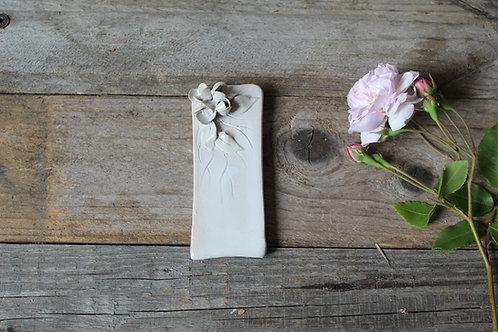 Lettera I in ceramica gres con fiorellini - decorazione