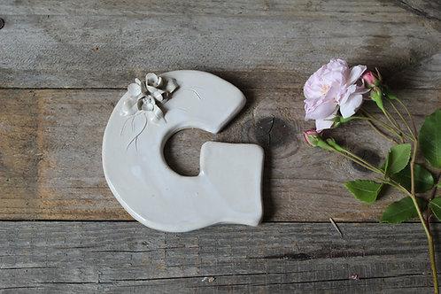 Lettera G in ceramica gres con fiorellini - decorazione