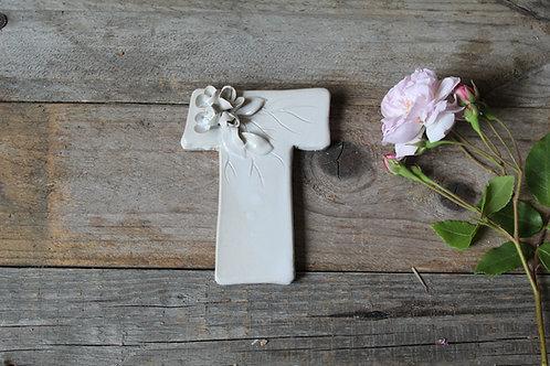 Lettera T in ceramica gres con fiorellini - decorazione