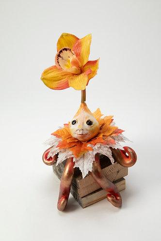 Thistle Bee - Little Autumn Shelf Sitter