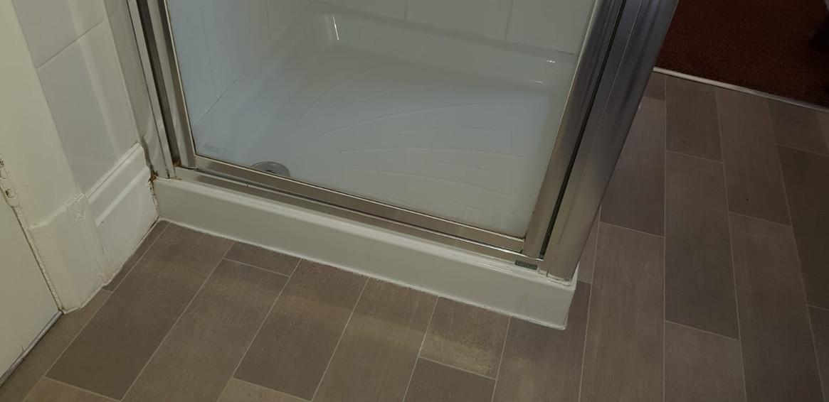 Room 6 Shower.JPG