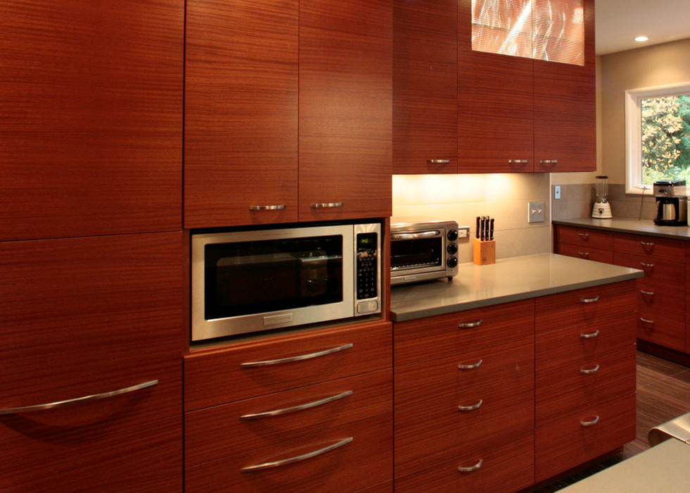 CONTEMPORARY KITCHEN STORAGE WALL