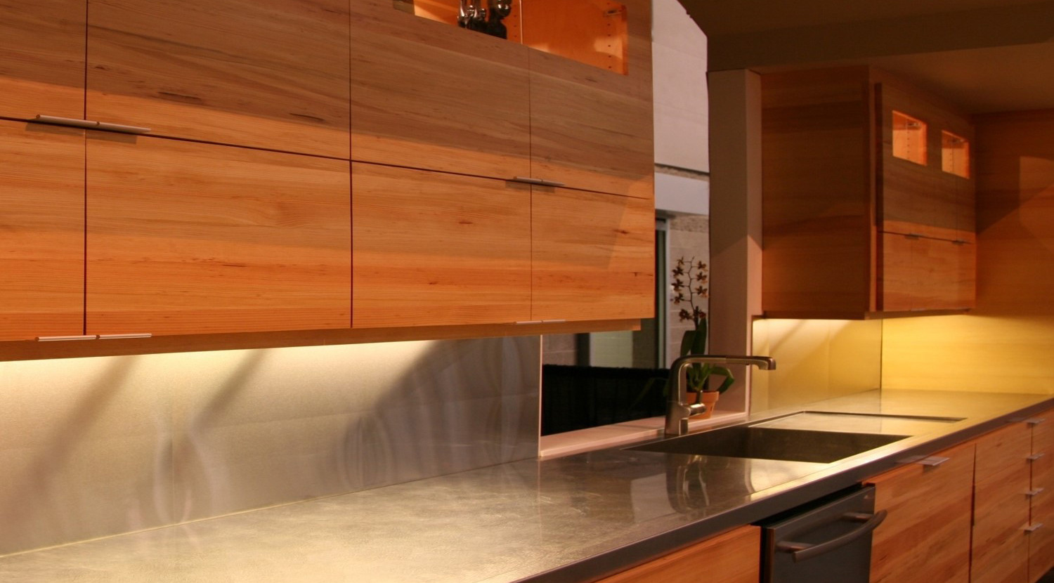 INTEGRATED STAINLESS STEEL COUNTER AND SINK