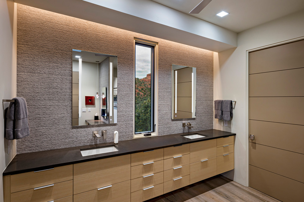 CLUTTER-FREE MASTER BATH WALL