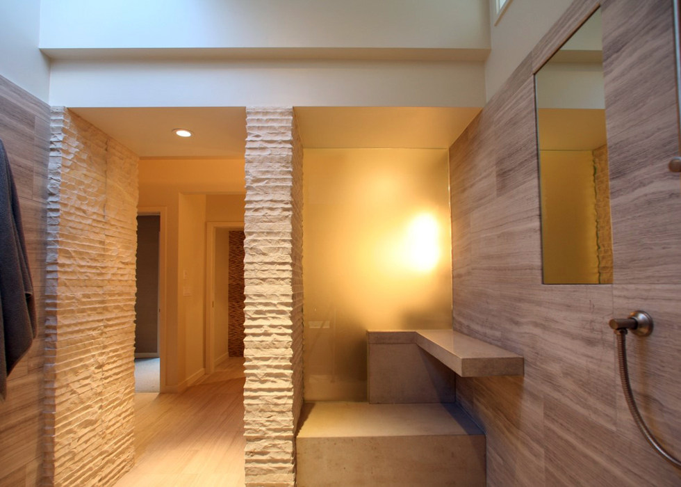 WALK-IN SHOWER WITH TRANSLUCENT GLASS