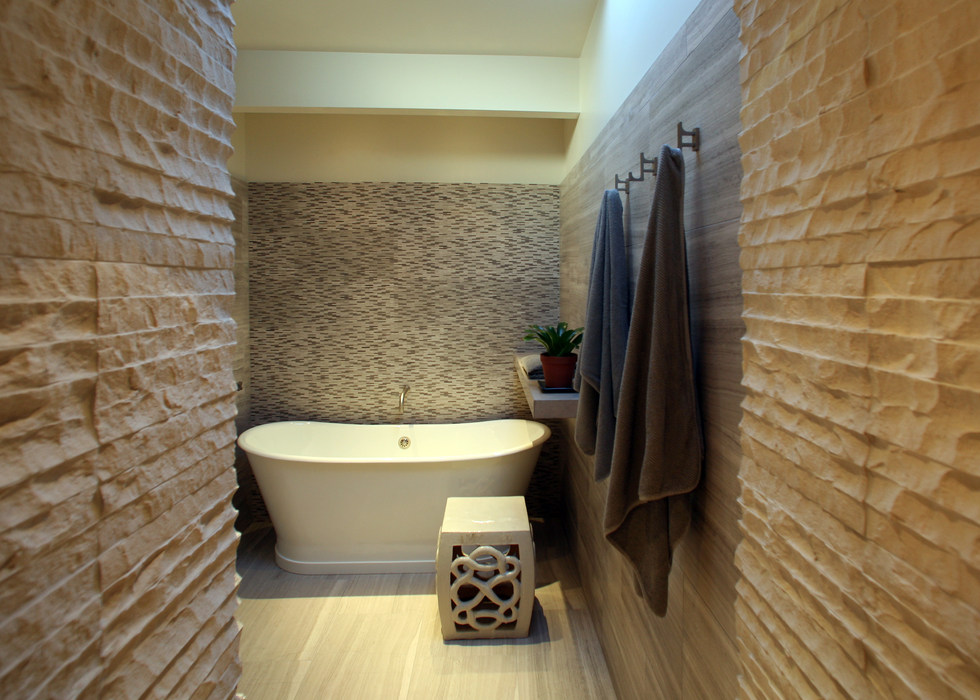 SOAKING TUB IN SHOWER ROOM