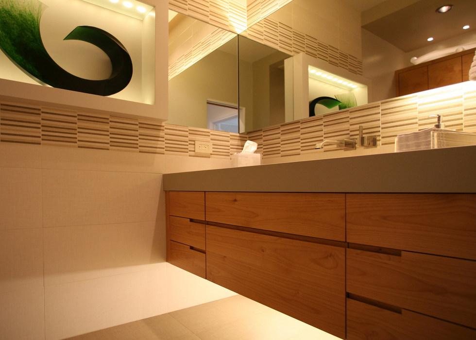 FLOATING BATHROOM CABINET LIGHTING DESIGN